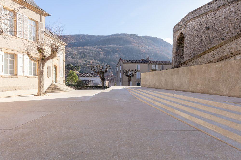 Parvis du château de Foix, Kansei TV