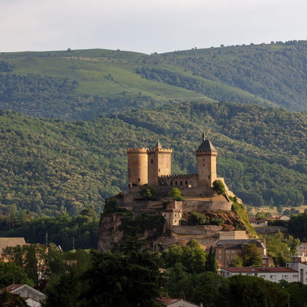 Château de Foix : quand le béton et les vielles pierres ne font qu'un